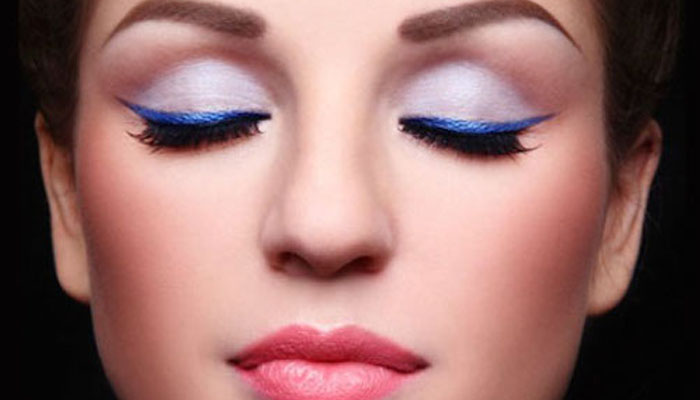 Tutorial Makeup Dengan Eyeshadow Biru Nyentrik